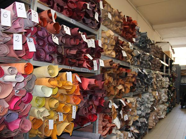 esposizione-pelli-nel-nostro-showroom-vendita-pelli-all'ingrosso